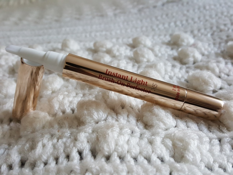 clarins concealer instant light brush on perfector.jpg